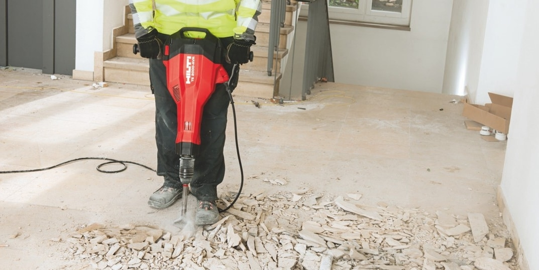 Hilti TE 200-AVR to remove heavy floor tiles